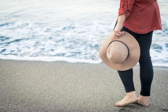 girl-hat-ocean-640x427