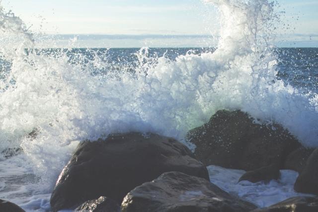 wave-crashing-640x427
